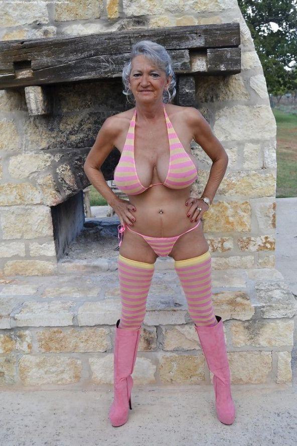 Порно фото бабушка в бикини 26420 фотография