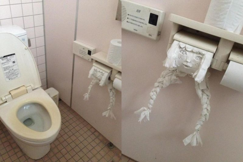 yaponskie-zhenshini-ustroili-iz-muzhika-tualet