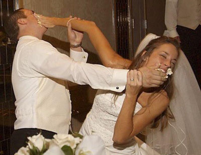 zhenih-napilas-i-pryamo-na-svadbe-trahnul-nevestu